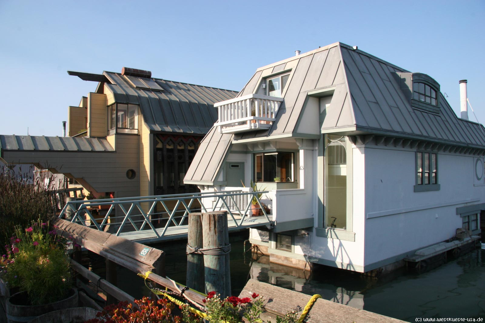 sausalito houseboats schwimmende hausboote in der san francisco bay. Black Bedroom Furniture Sets. Home Design Ideas