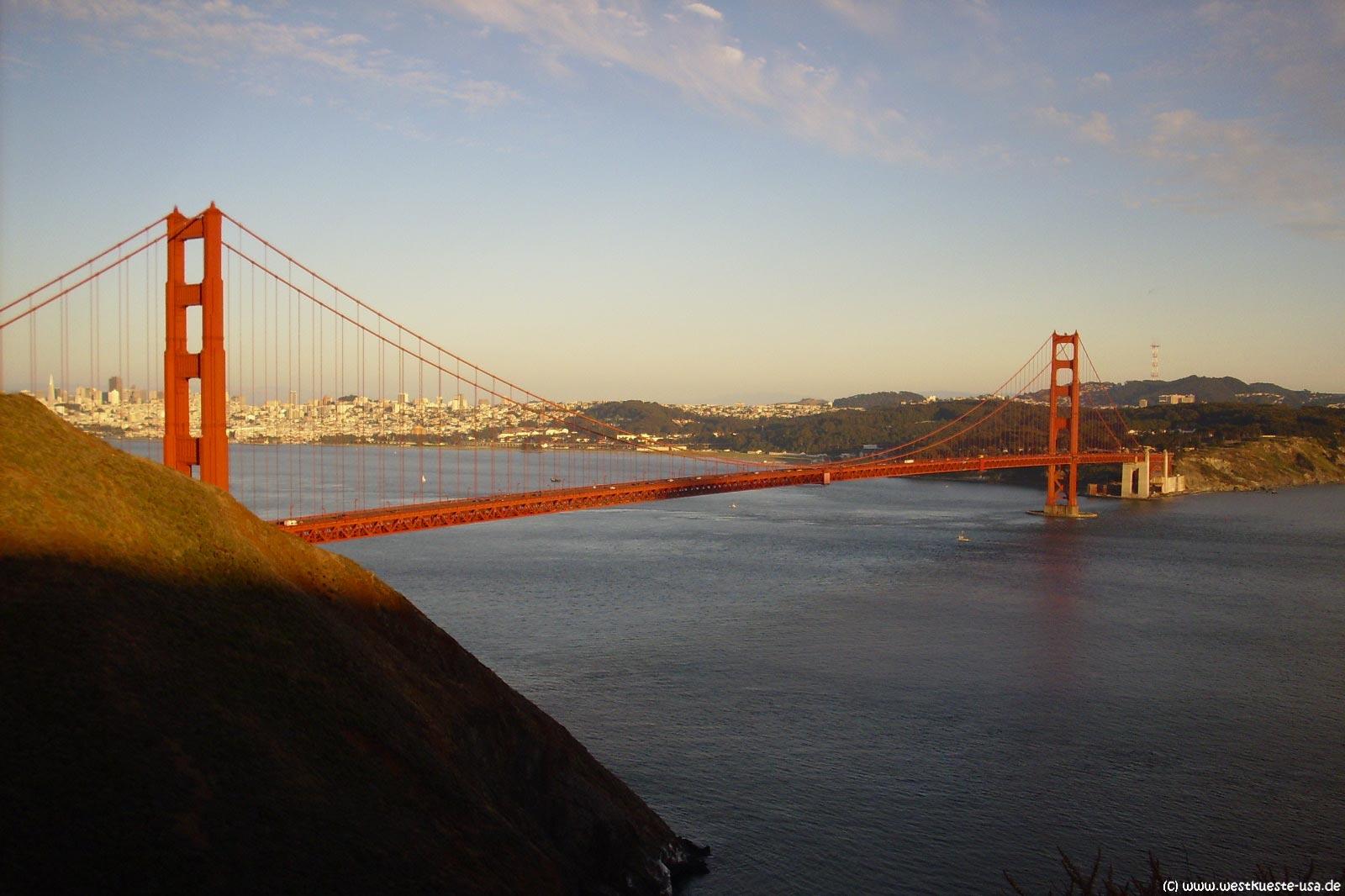 golden gate bridge br cke an der bay zwischen san. Black Bedroom Furniture Sets. Home Design Ideas