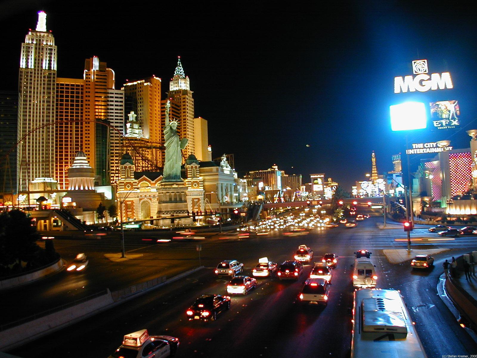 las vegas strip - hotels und casinos mit ihren außenshows am